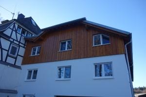 Holz Giebel Fassade